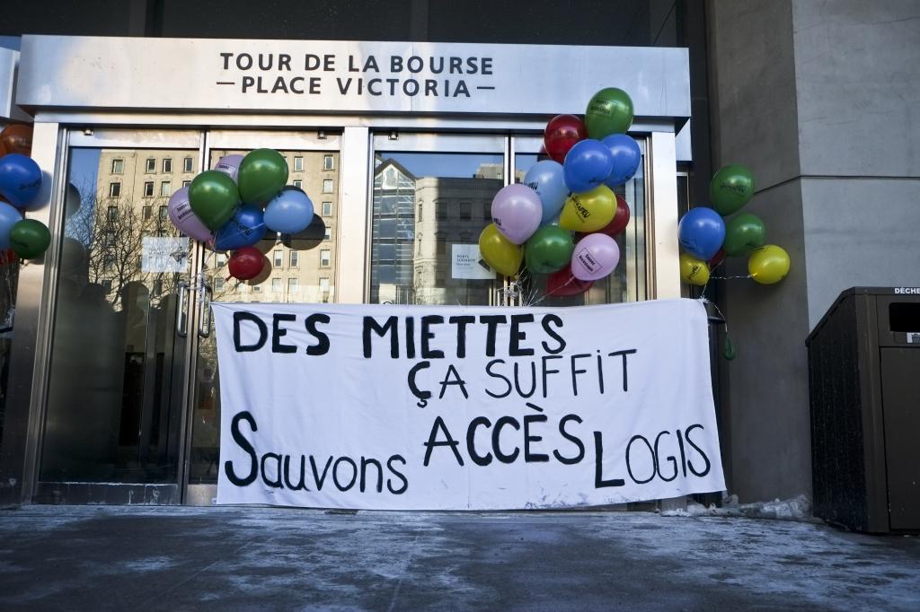 Bannière et ballons sur Tour de la Bourse (C--dric Martin)