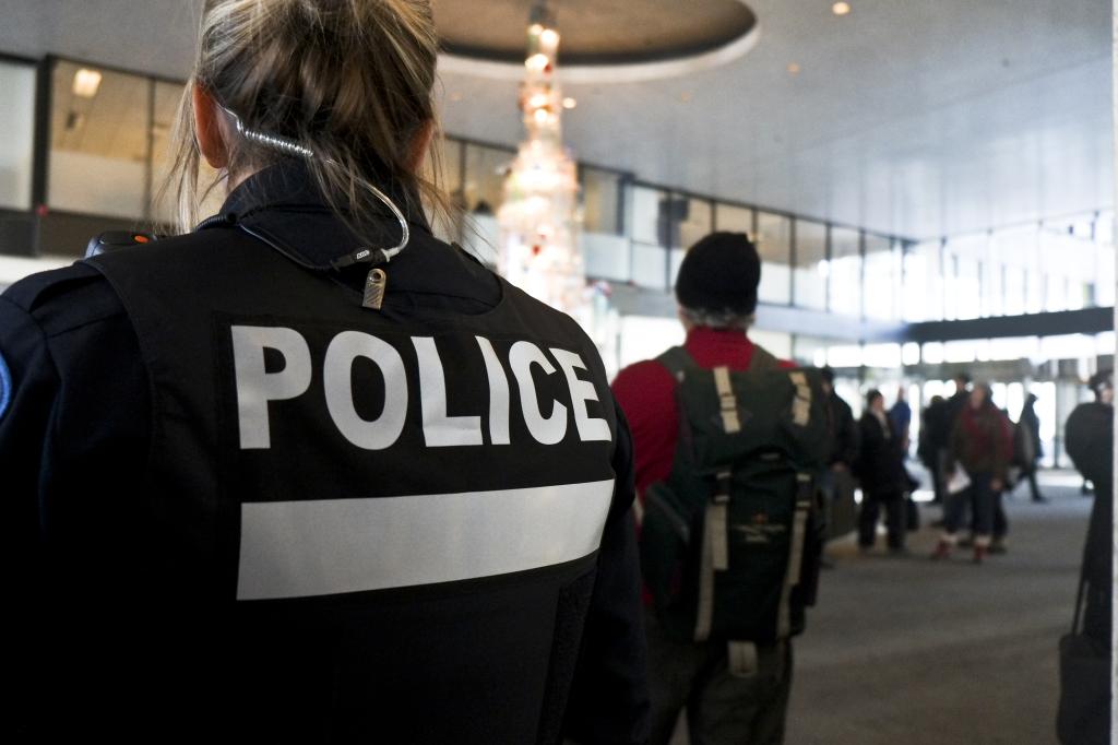 Police de dos(Cédric Martin)
