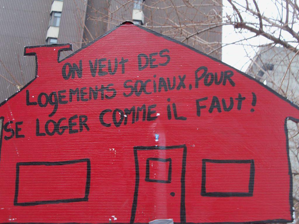Pancarte-maison On veut des logements sociaux(SSDL)