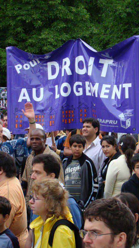 Bannière Pour le droit au logement (Jimena Michea)